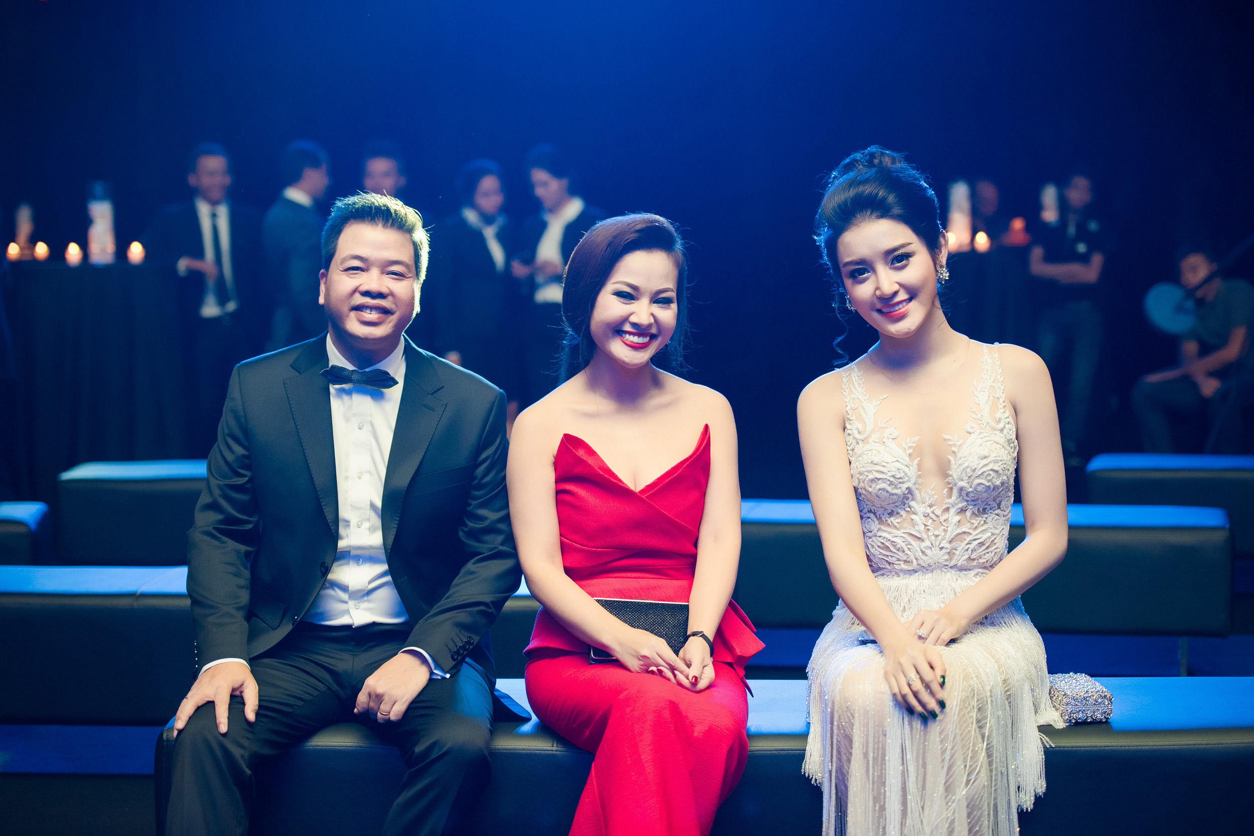 Ngắm nhan sắc người vợ xinh đẹp của 3 ngôi sao nhạc đỏ đình đám 9