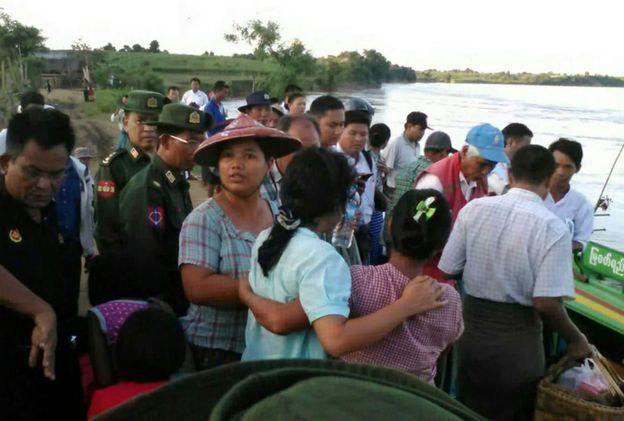 Chìm phà chở 250 người tại Myanmar 1