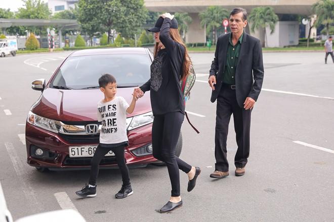 Hồ Ngọc Hà kín bưng đưa Subeo về Quảng Bình hỗ trợ người dân vùng lũ 3