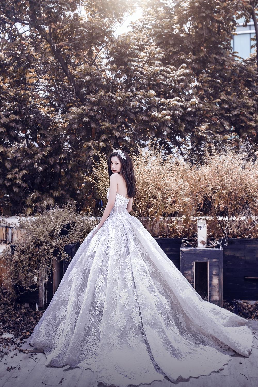 """Elly Trần khoe hình thể chuẩn """"nữ thần"""" trong loạt váy dạ hội 6"""