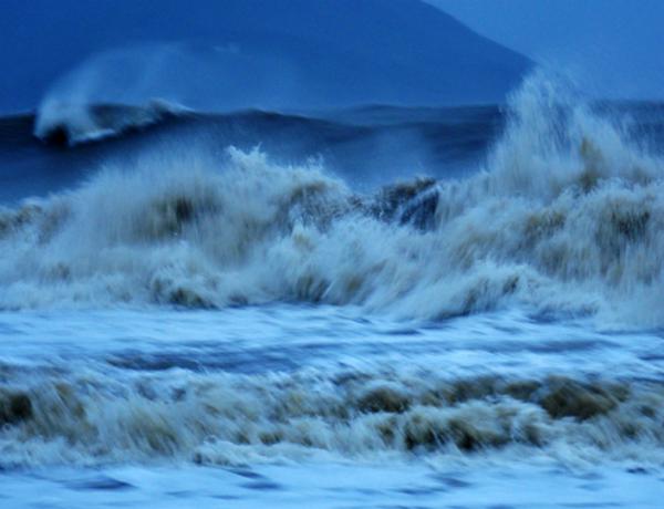 Bão số 8- bão Haima giật cấp 16 cách Hoàng Sa 770 km 1