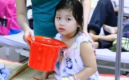 78 trẻ phải nhập viện nghi do ngộ độc thực phẩm tại trường học 1