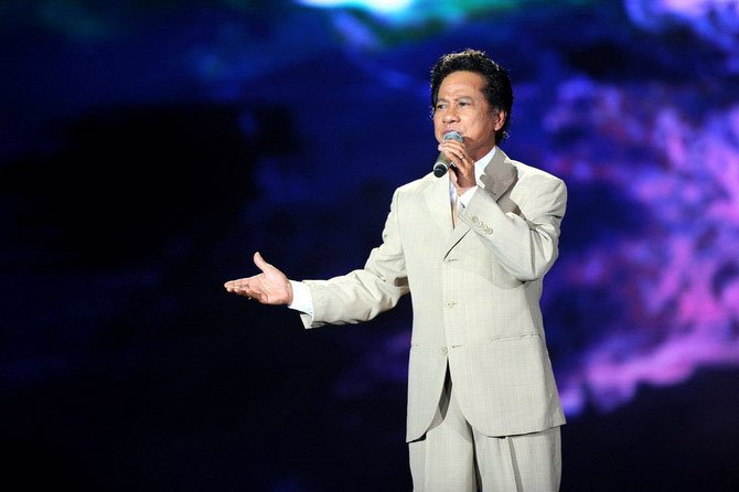 Chế Linh giải thích với khán giả về 3 ca khúc trước 1975 chưa được cấp phép 2