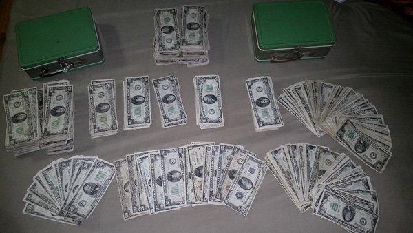 Cặp vợ chồng trẻ may mắn tìm thấy hơn 1 tỷ đồng trong căn nhà cũ 5