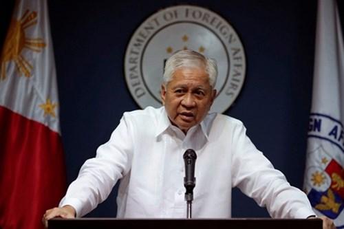 Cựu Ngoại trưởng Philippines: Xa Mỹ, gần Trung là