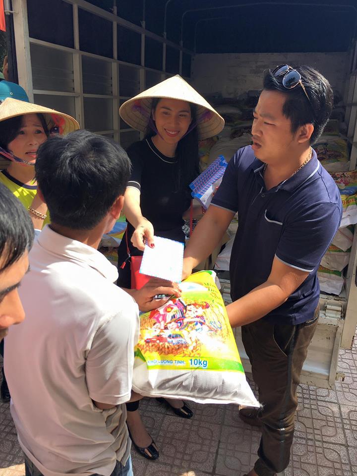 Thủy Tiên lên tiếng trước video nhăn nhó phát quà từ thiện ở Hà Tĩnh 2