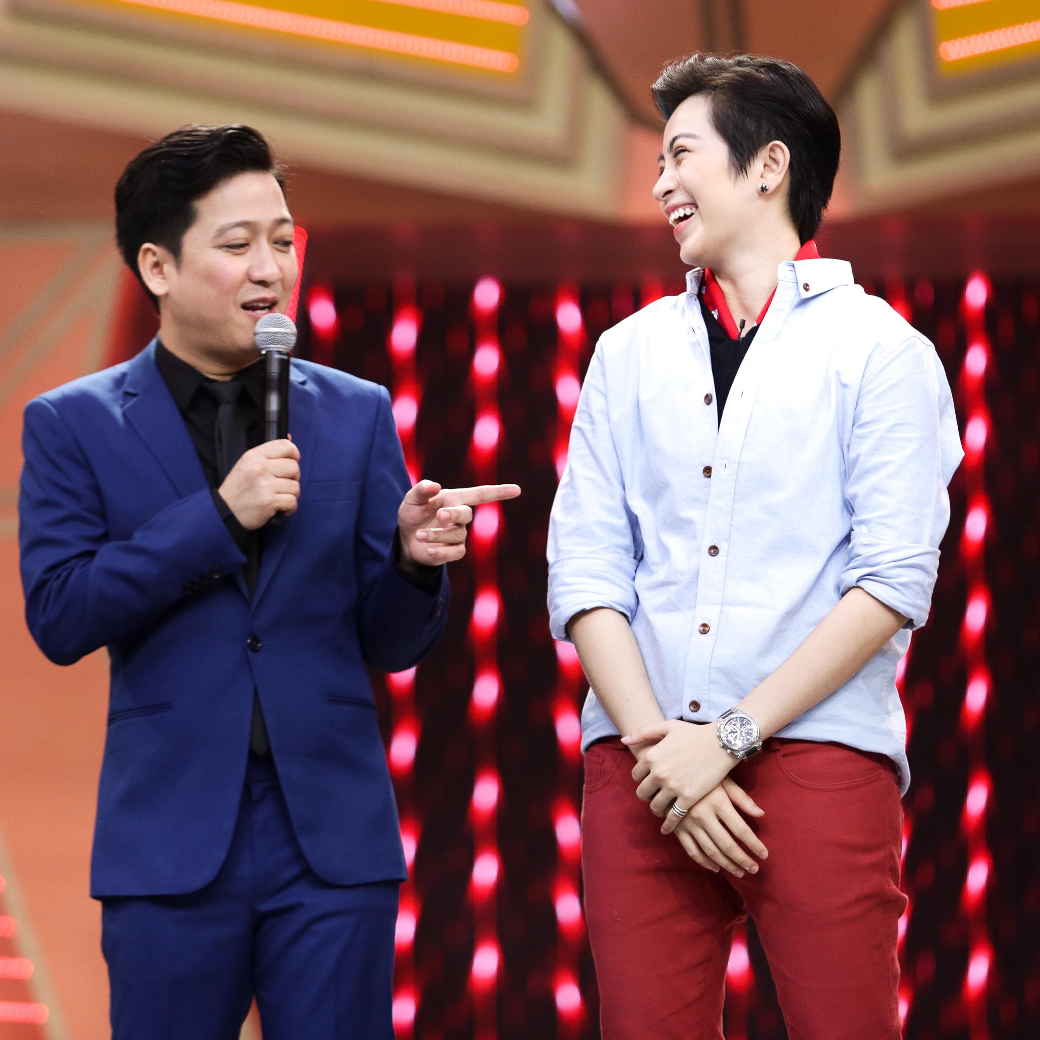 """Gil Lê """"song tấu hợp bích"""" với nghệ sĩ Chí Tài, """"phá đảo"""" sân khấu 2"""