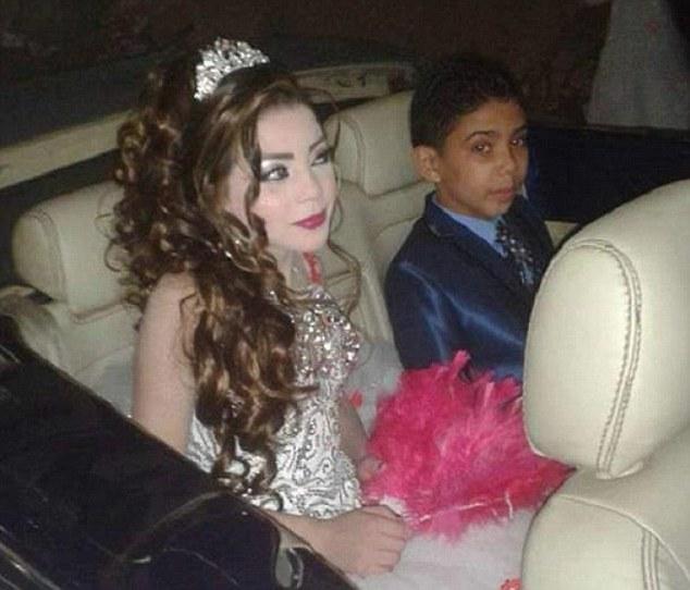 Bé trai 12 tuổi đính hôn với em họ 11 tuổi gây phẫn nộ 2