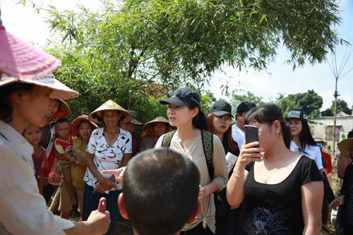 Giải trí - Thu Minh đến Quảng Bình ủng hộ bà con sau trận lũ lụt