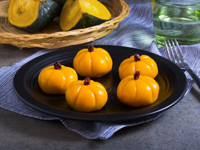 Hình ảnh Ẩm thực ngày lễ Halloween: Cách làm bánh Mochi bí đỏ độc đáo ngon lành số 8