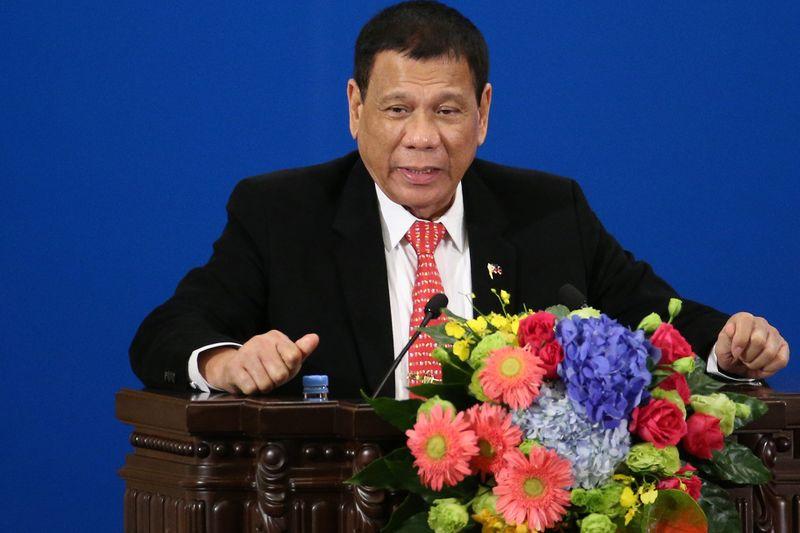 Duterte nói phũ phàng với Mỹ nhưng 'vuốt ve' cả Trung lẫn Nhật 1