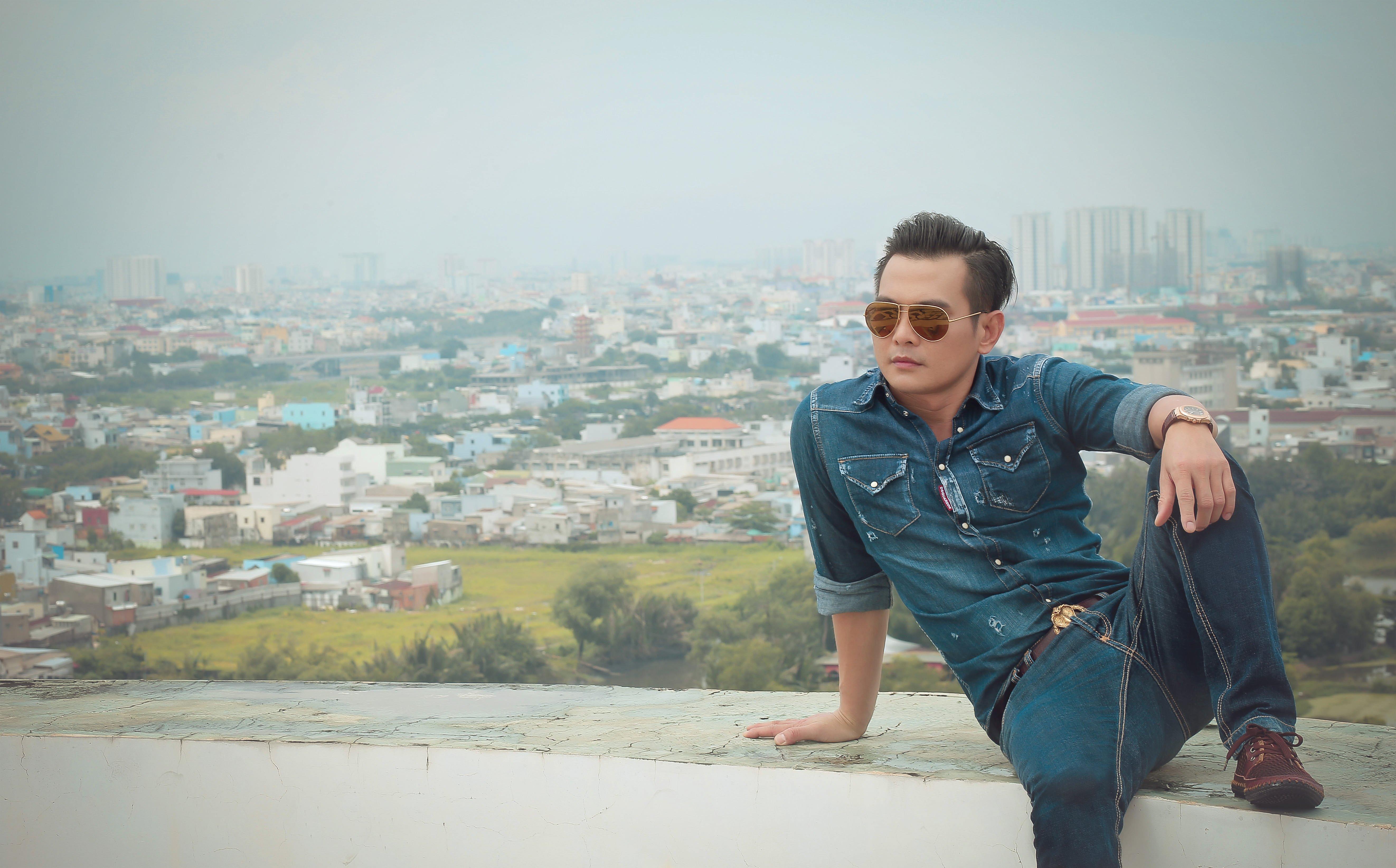 Lâm Hùng suýt rơi từ tòa nhà cao 64 mét khi quay MV Thói Đời 1