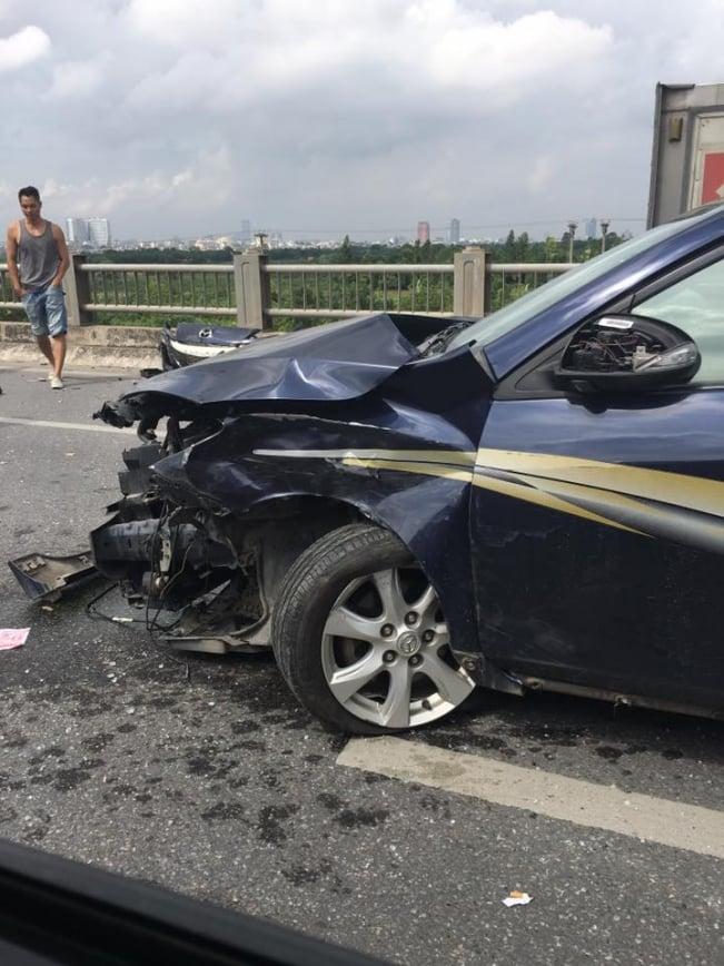 3 ô tô gây tai nạn liên hoàn, cầu Vĩnh Tuy ùn tắc nhiều giờ 2