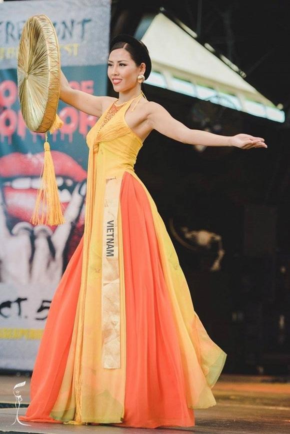 Nguyễn Thị Loan gây bất ngờ với màn trợn mắt trình diễn tại HH Hòa bình Quốc tế 1