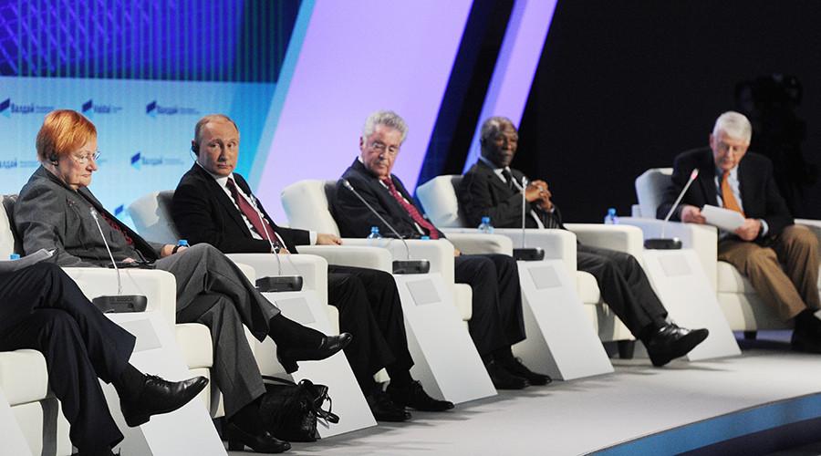 Putin: Mỹ đang dấy lên cơn cuồng loạn Nga huyền thoại 1