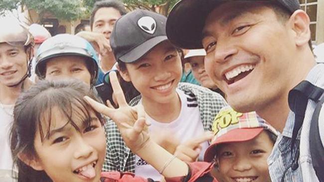 """MC Phan Anh 'nói là làm', hotgirl 9X muốn được """"cho đi' 7"""