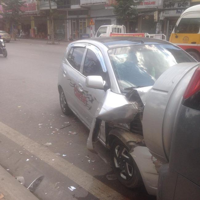 Đưa vợ đi đẻ, Hiệp Gà gây tai nạn ô tô 1