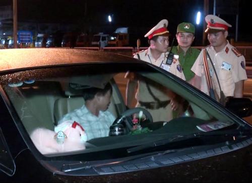 Tài xế say rượu, chống đối CSGT bị phạt 17 triệu đồng 1