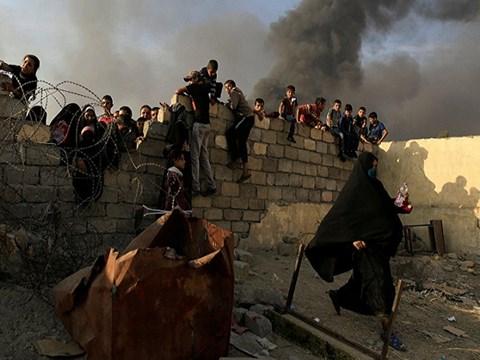 IS giết 232 người, bắt 10.000 con tin làm lá chắn sống 1
