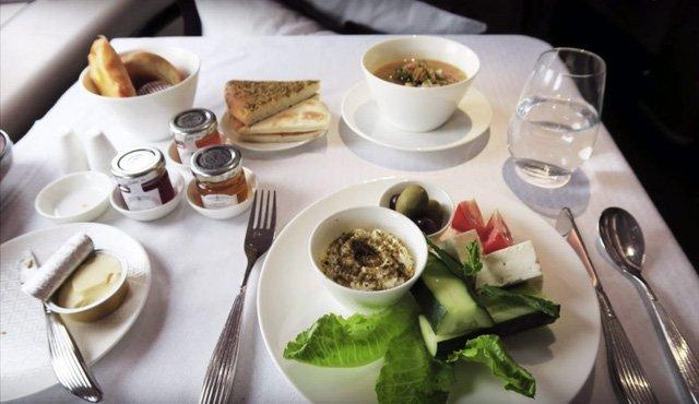 Hình ảnh Hãng hàng không phục vụ suất ăn cao cấp không thua kém khách sạn 5 sao số 4