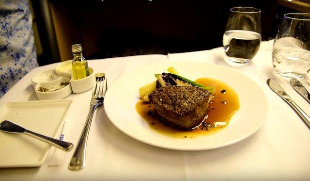 Hình ảnh Hãng hàng không phục vụ suất ăn cao cấp không thua kém khách sạn 5 sao số 5