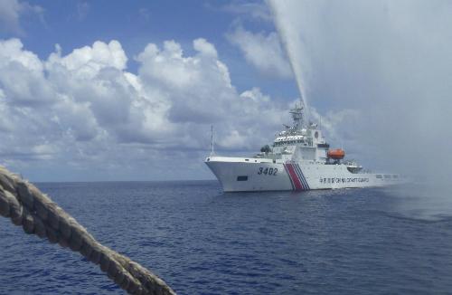 Tàu hải cảnh Trung Quốc vẫn chưa rút khỏi Scarborough 1