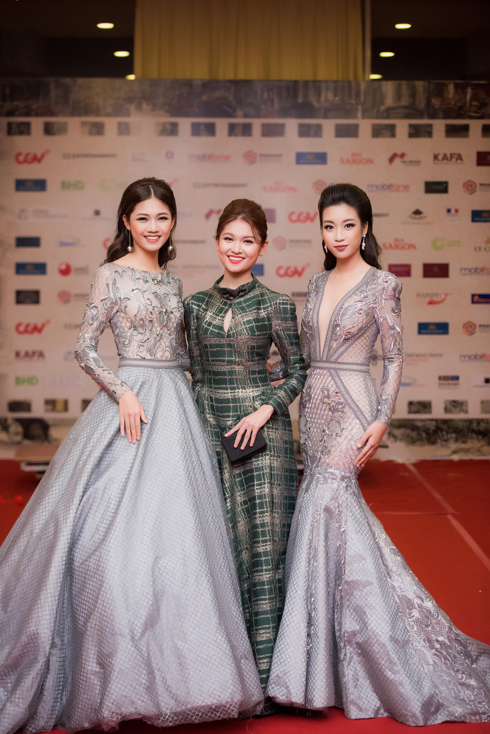 Hoa hậu Mỹ Linh đọ sắc bên Á hậu Thanh Tú trên thảm đỏ 7