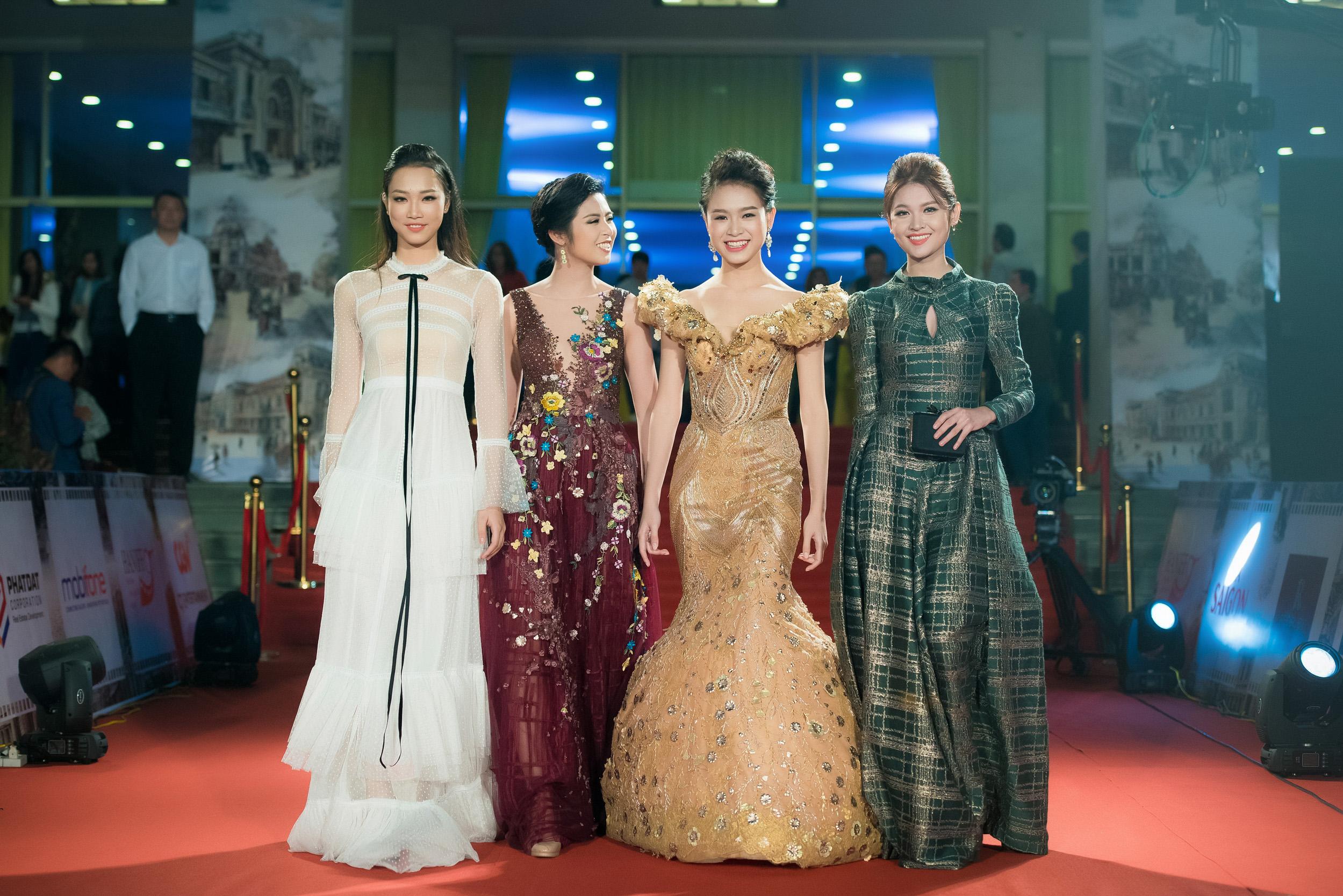 Hoa hậu Mỹ Linh đọ sắc bên Á hậu Thanh Tú trên thảm đỏ 9