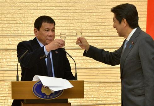 Duterte đang ngấm ngầm đối đầu Trung Quốc  2