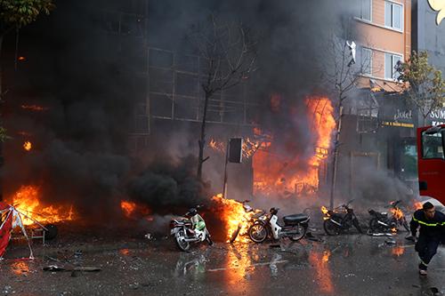 Khởi tố vụ cháy quán karaoke ở Cầu Giấy, 13 người chết 1