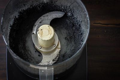 Tự làm dầu mè vừng đen thơm ngọt, bổ dưỡng tại nhà 3