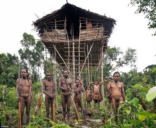 Chuyện lạ thế giới: Bộ lạc sống cả đời trên cây vì sợ…ma 4