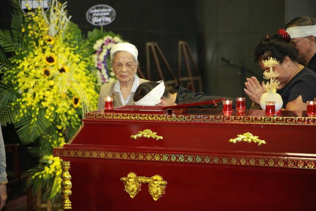 Lễ tang NSƯT Phạm Bằng: Con cháu, đồng nghiệp khóc nghẹn bên linh cữu 24