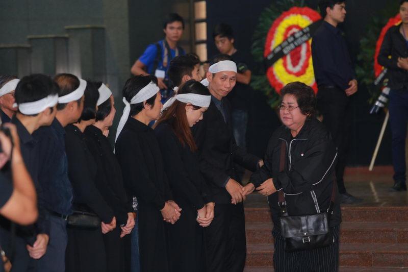 Lễ tang NSƯT Phạm Bằng: Con cháu, đồng nghiệp khóc nghẹn bên linh cữu 16