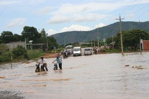 Áp thấp nhiệt đới giật cấp 8 đổ bộ vào Bình Thuận- Bà Rịa Vũng Tàu 1