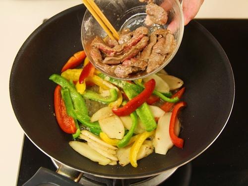 Cách làm thịt bò xào ớt chuông đơn giản chỉ với 15 phút 7
