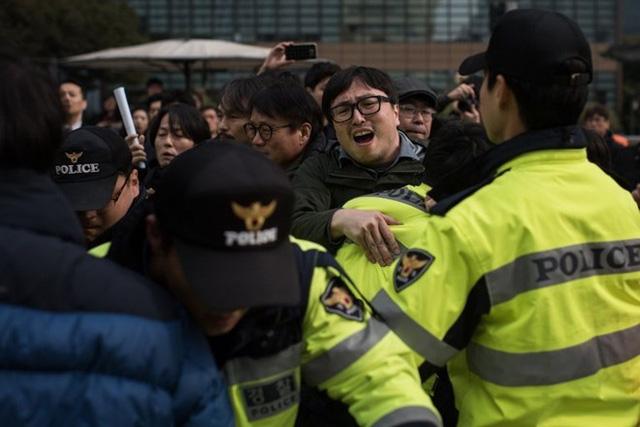 Tổng thống Park sắp bị thẩm vấn 2