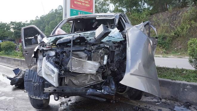 Tin TNGT mới nhất ngày 21/11: Xe ben tông xe bán tải, 8 người thương vong 1