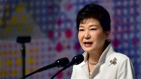 Tổng thống Hàn Quốc thông đồng trong bê bối của bạn thân 1