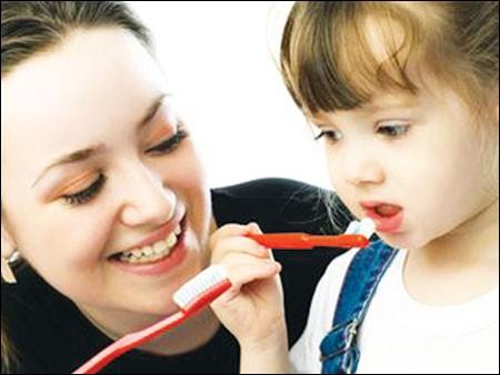 Phụ huynh nên biết cách làm trắng răng cho trẻ em an toàn nhất 2