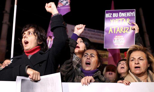 Miễn tội cho kẻ hiếp dâm cưới nạn nhân gây tranh cãi ở Thổ Nhĩ Kỳ 1