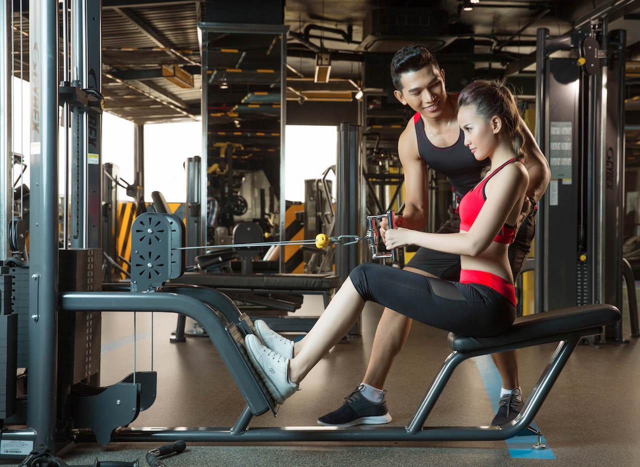 Á vương Đại sứ hoàn cầu và Á quân Gương mặt thương hiệu Khánh Ngân đã có những shoot hình cực kỳ ngọt ngào khi quấn quýt cùng nhau tập gym để ...