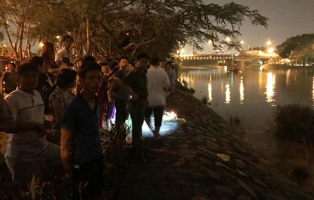 Nữ kiểm sát viên kéo 2 con nhảy sông Sài Gòn tự tử 2