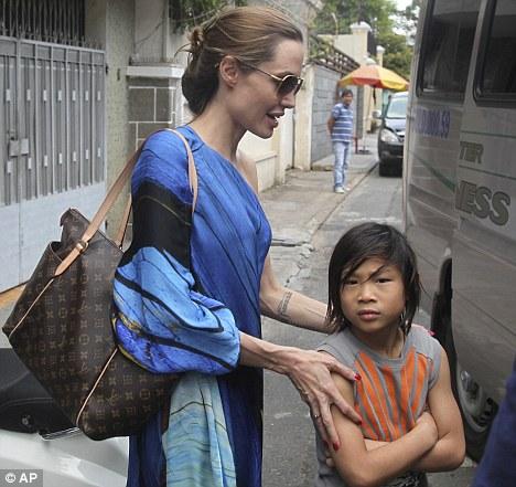 Xôn xao tin mẹ đẻ Pax Thiên đòi Angelina Jolie trả lại con 5