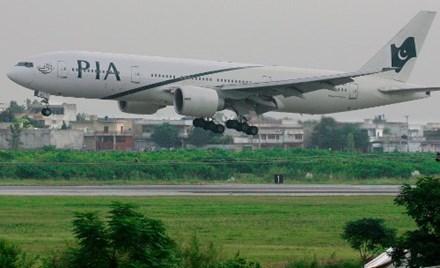 Máy bay hạ cánh khẩn vì nhà vệ sinh bị tắc 1