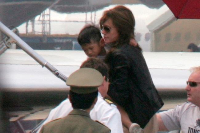 Xôn xao tin mẹ đẻ Pax Thiên đòi Angelina Jolie trả lại con 4