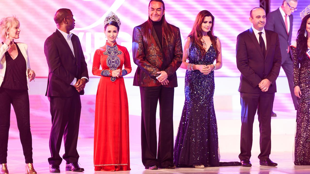 Hoa hậu Quý bà Sương Đặng xinh đẹp giữa dàn giám khảo nước ngoài 7