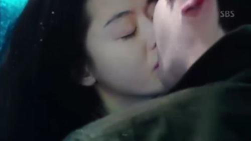 Phim Huyền Thoại Biển Xanh của Lee Min Ho nhận được nhiều lời khen 2