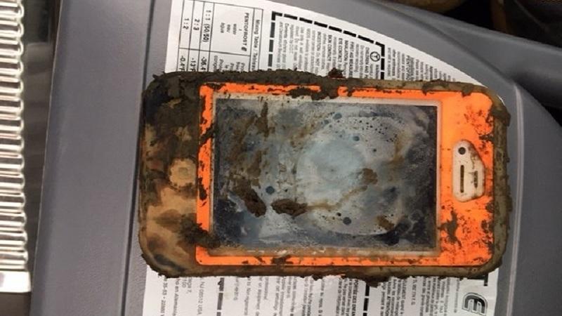 Ngâm dưới hồ nước 1 năm, iPhone 4 vẫn sống sót 1