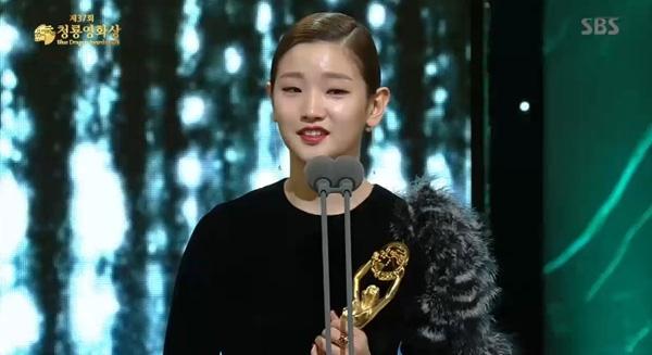Sao nữ Kim Min Hee không dám nhận giải thưởng lớn vì scandal ngoại tình 8